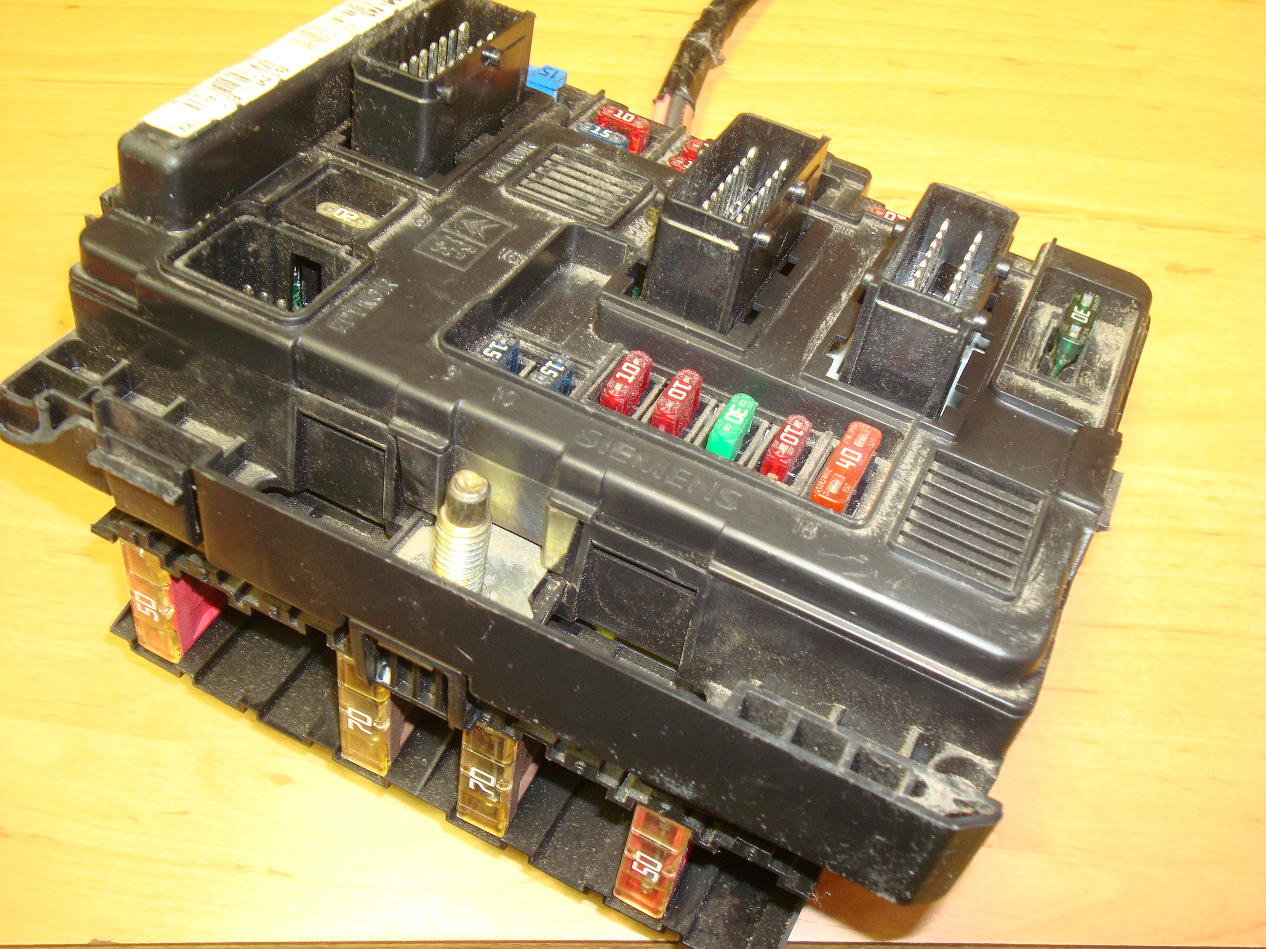 Citroen Fuse Box Wiring Library On A Xsara Picasso Peugeot Relay Ecu Article T118470002 Siemens