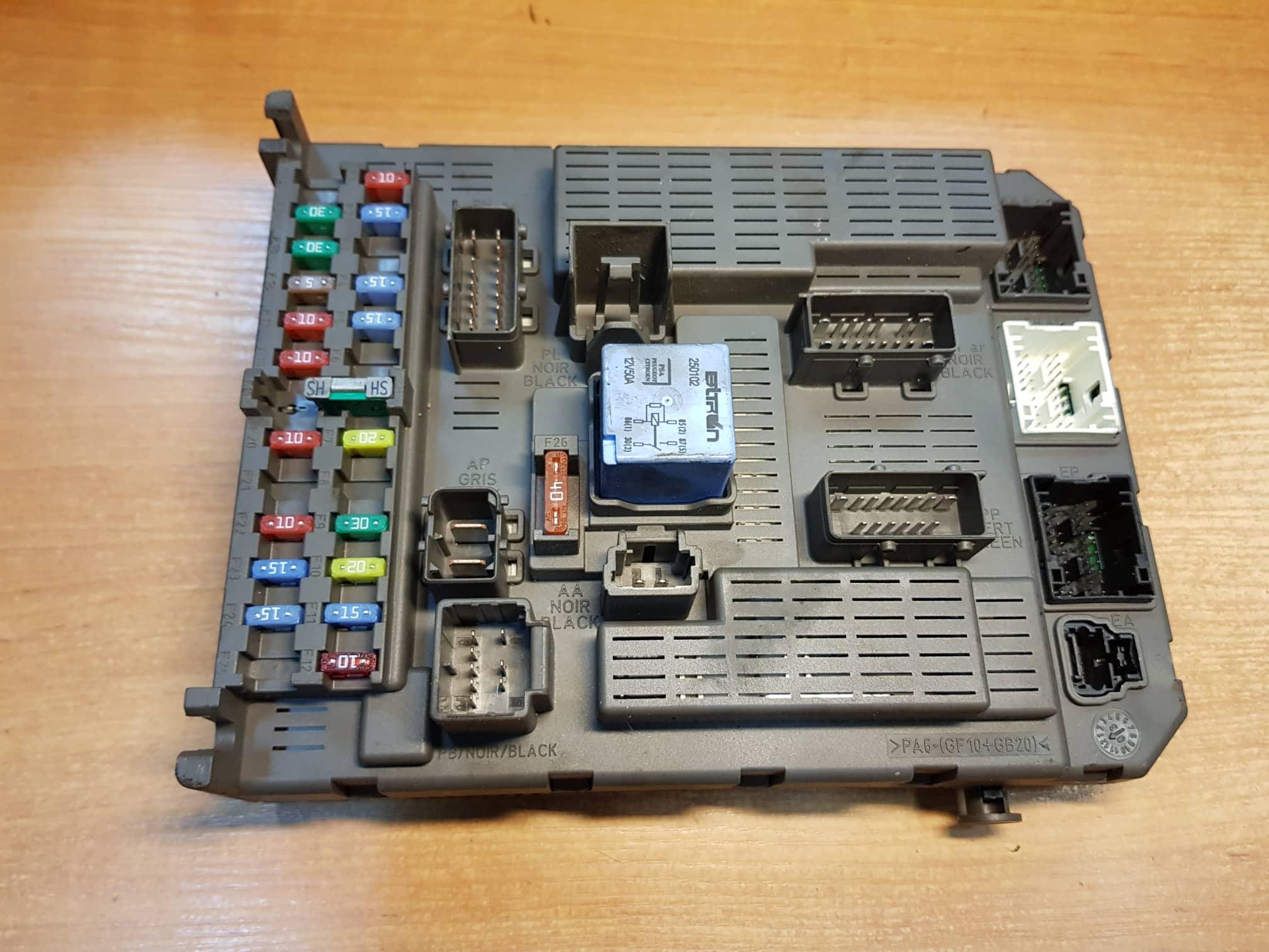 Citroen C8 Peugeot 807 Fiat Ulysse 2 0 HDI BSI FUSE BOX