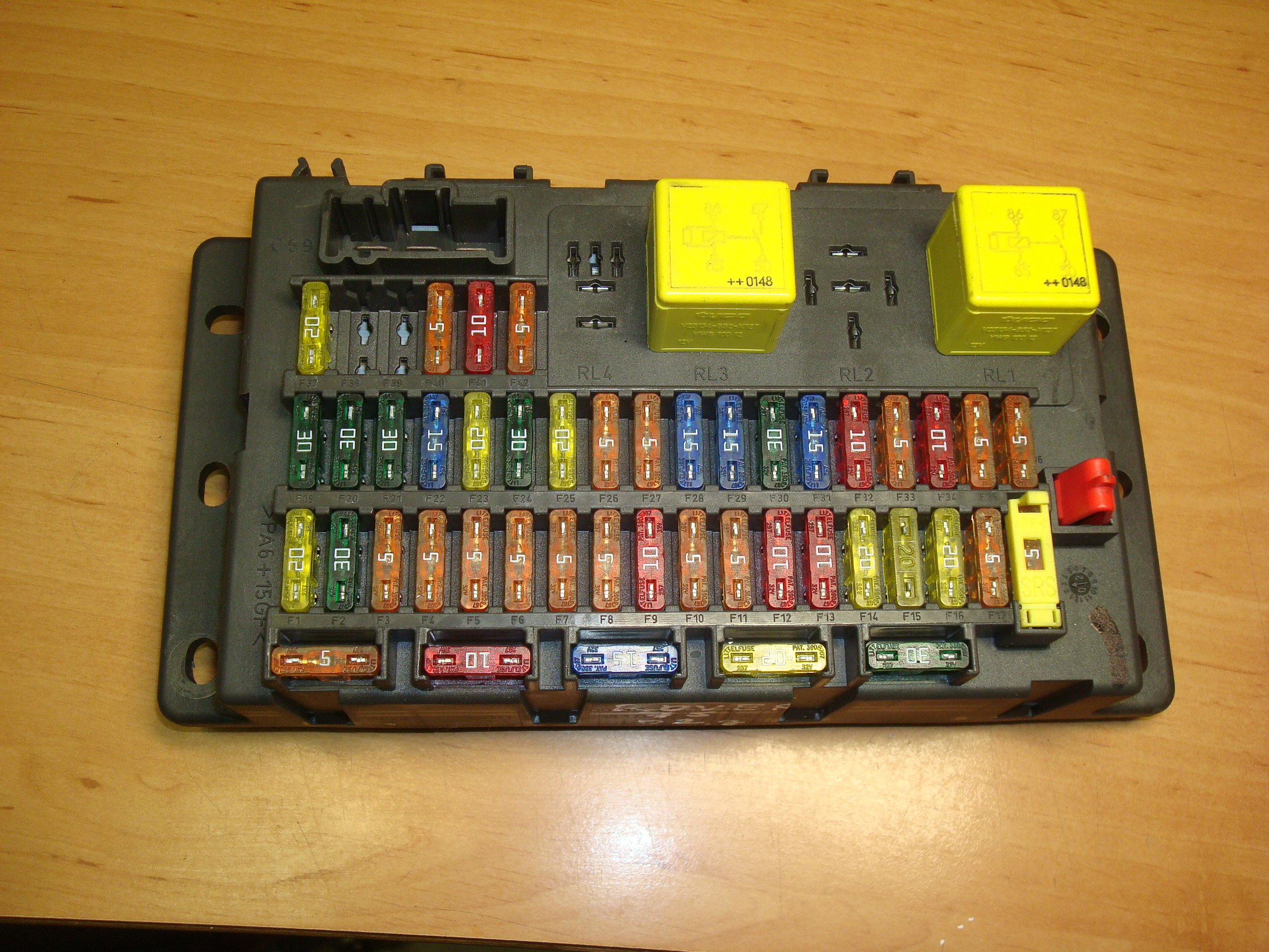 fuse box on rover 75