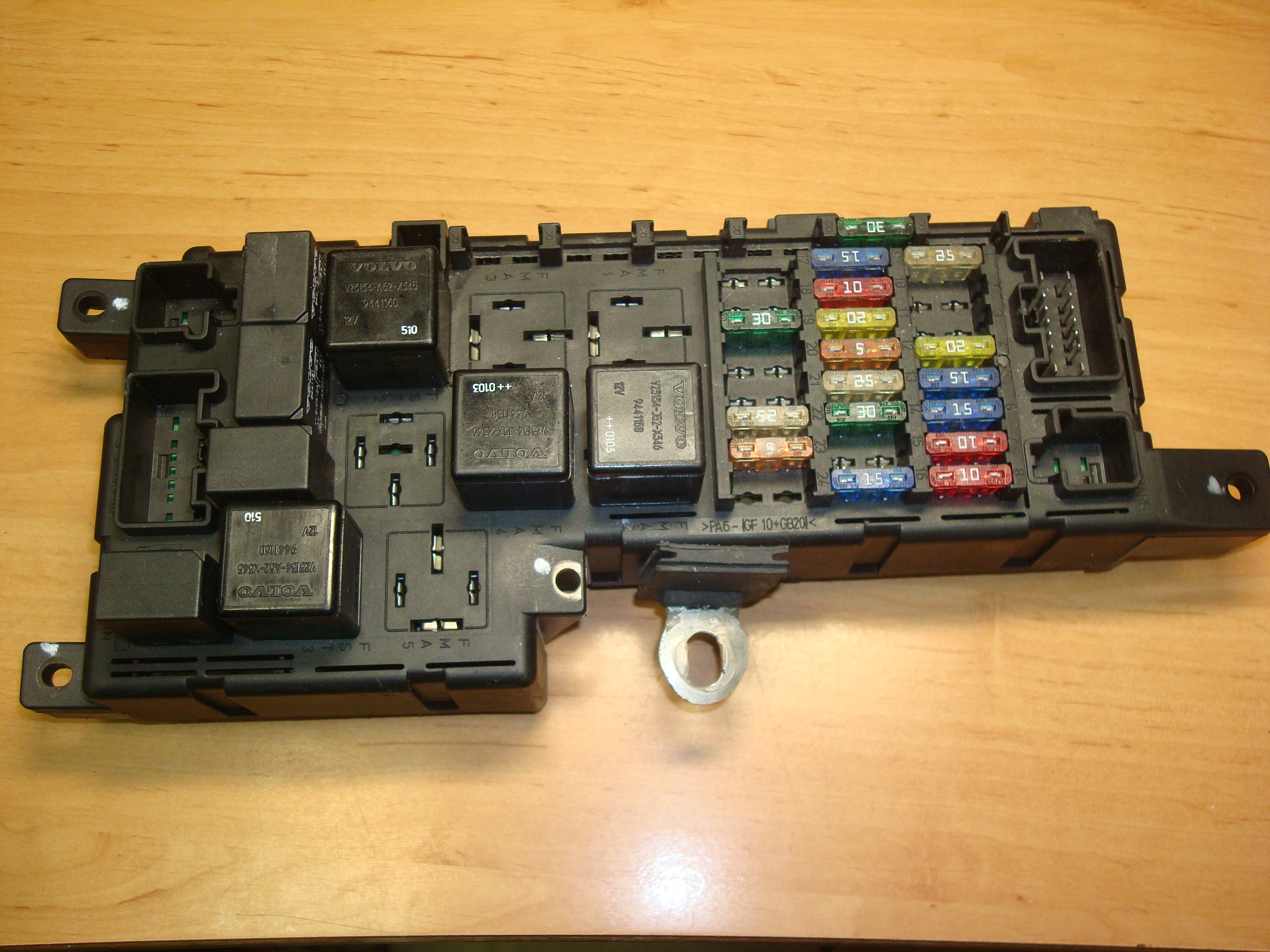 Volvo S80 S60 V70 Under Hood Fuse Relay Box On A Renault Grand Scenic Article 9452993 518322110