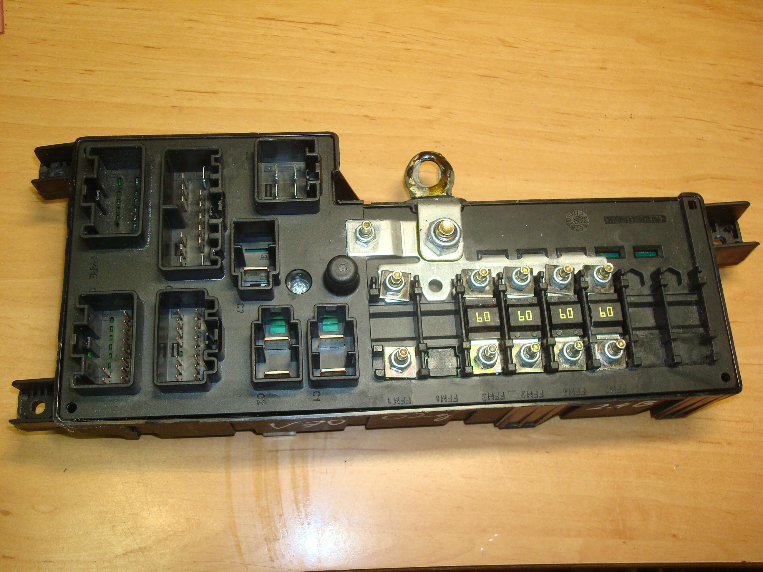 fuse box volvo v 70 volvo v70  s60  00 06  fuse box  8637841  petrol usedecus com  volvo v70  s60  00 06  fuse box